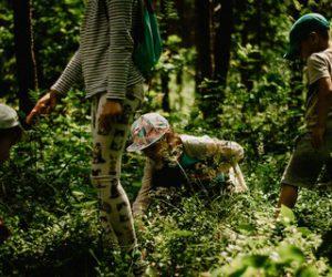 kobieta-lasu-lesna-wioska